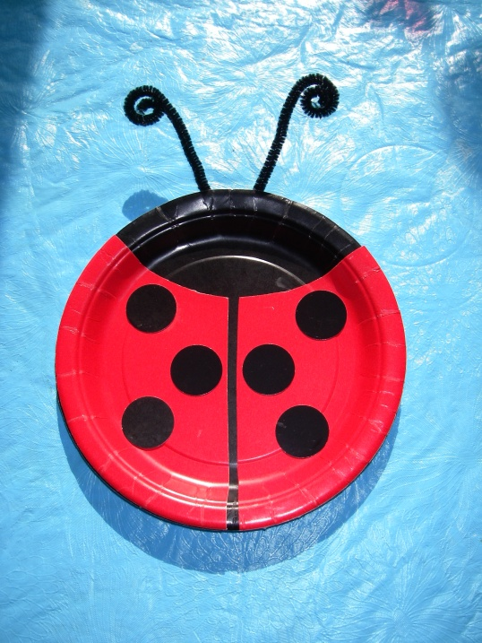 Ladybug decoration made from 1 black and 1 red plate